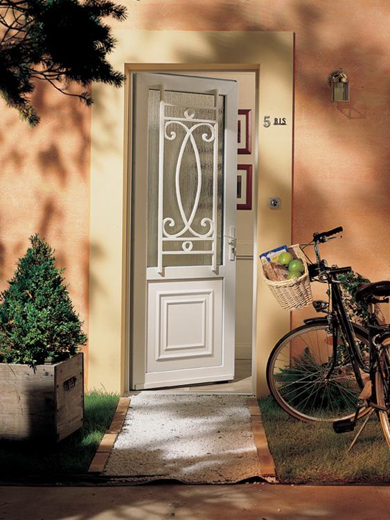 porte d'entrée PVC FPEE avec grille décorative Talence Mérignac Bordeaux