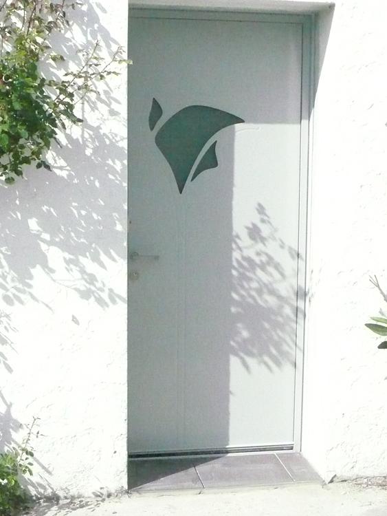 Porte d'entrée aluminium K-LINE modèle AROM pose et installation bordeaux